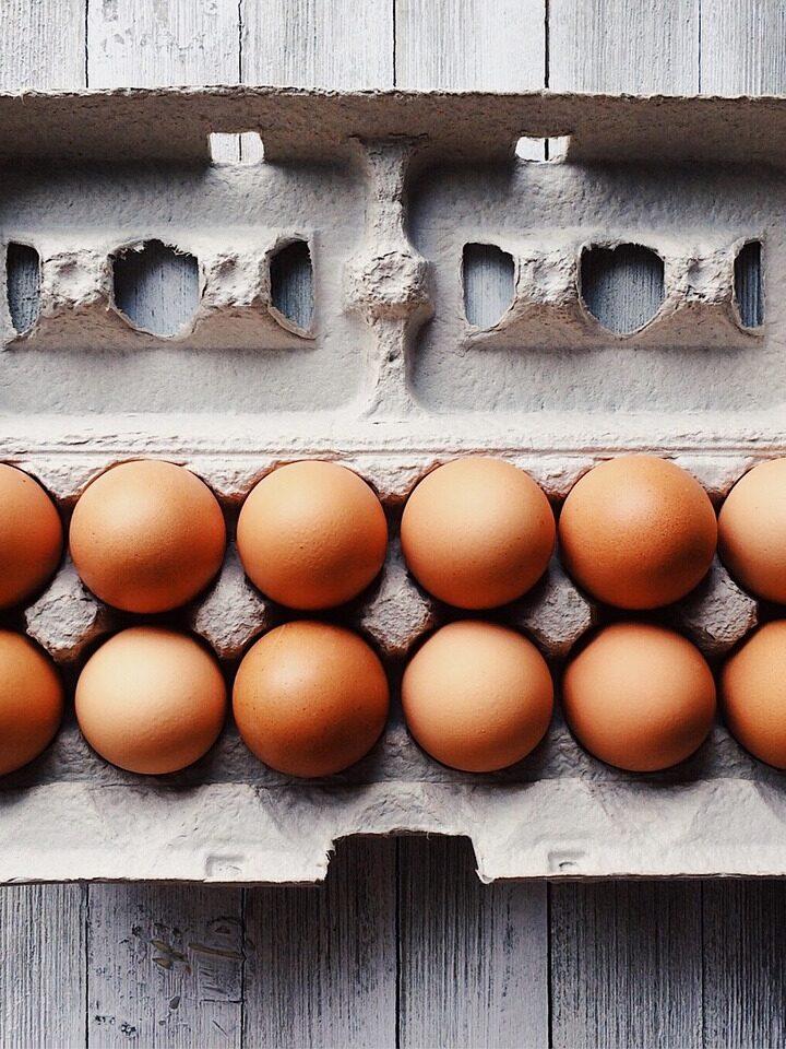 Húsvét – Sonkás-tormás krémmel töltött tojás, bazsalikommal