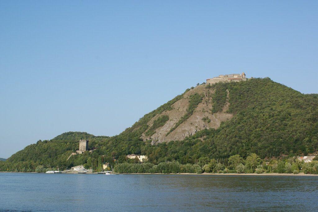 Dunakanyar, a visegrádi várral
