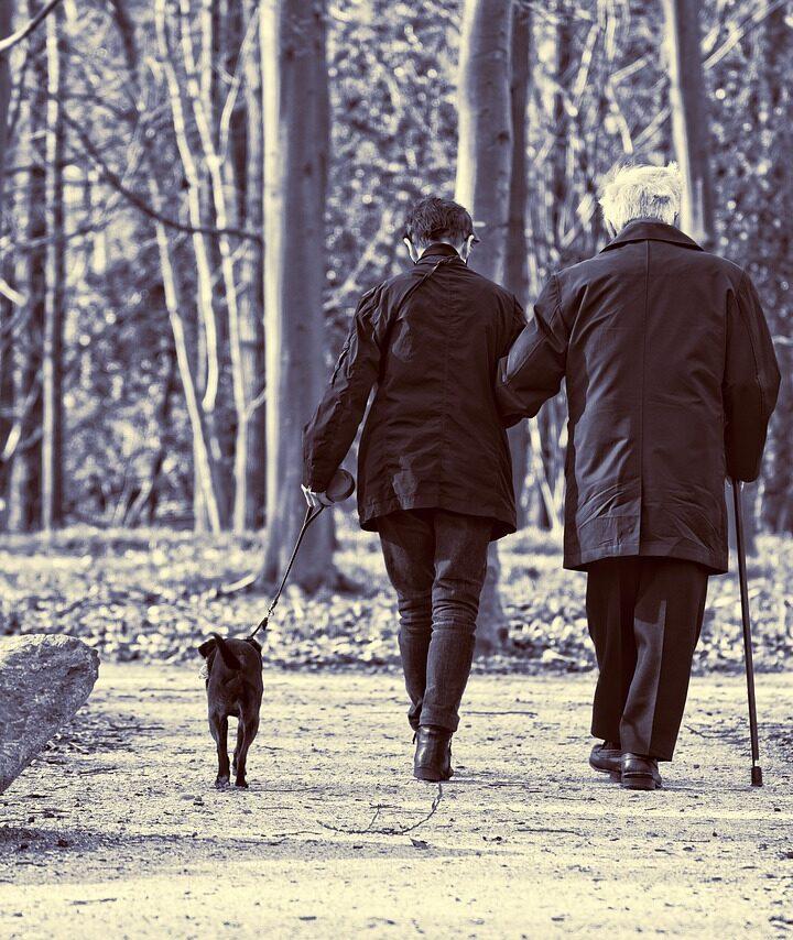Tiszteld az időseket! De ki tiszteli a fiatalokat?